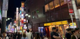 Bei Touristen beliebtes Unterhaltungsviertel in Japan