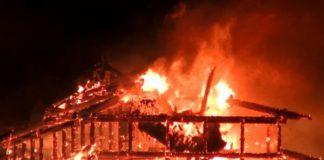 Die Burg Shuri in der Präfektur Okinawa ist vollständig niedergebrannt
