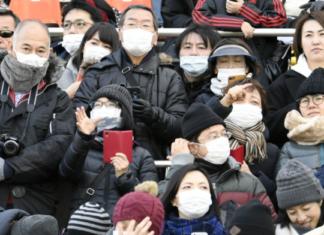 Japan hat nun den Ausnahmezustand, der allerdings viele Ausnahmen mit sich bringt. Gleichzeitig kämpfen immer mehr Menschen in Japan mit den Folgen der Pandemie. Bild: Kyodo