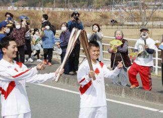 In Japan hat der Olympische Fackellauf angefangen